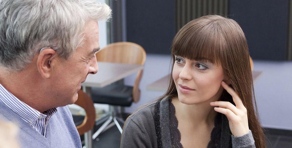 Hörsysteme-und-Hörgeräte-lösen-Probleme-bei-Jugendlichen-Kindern-und-Senioren